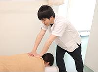姫路坂口鍼灸整骨院・整体院 花田院の施術風景